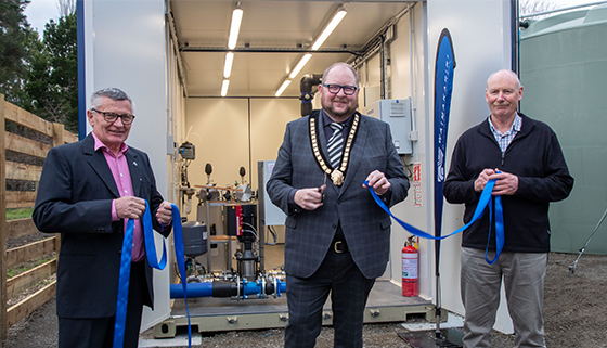 Mayor cuts the ribbon for the new water supply upgrade