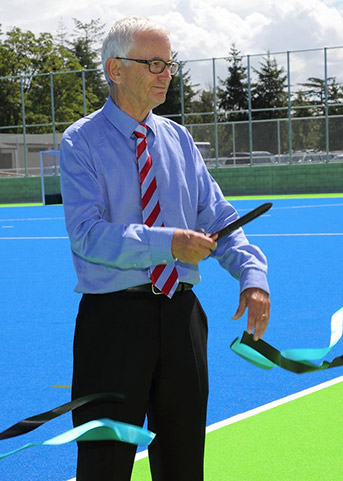 Mayor David Ayers Cuts Ribbon