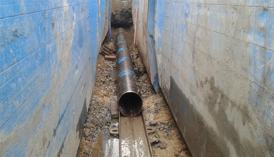 Steek pipe sleeve in trench